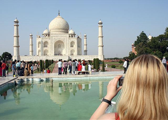 Taj Mahal Buka Malam