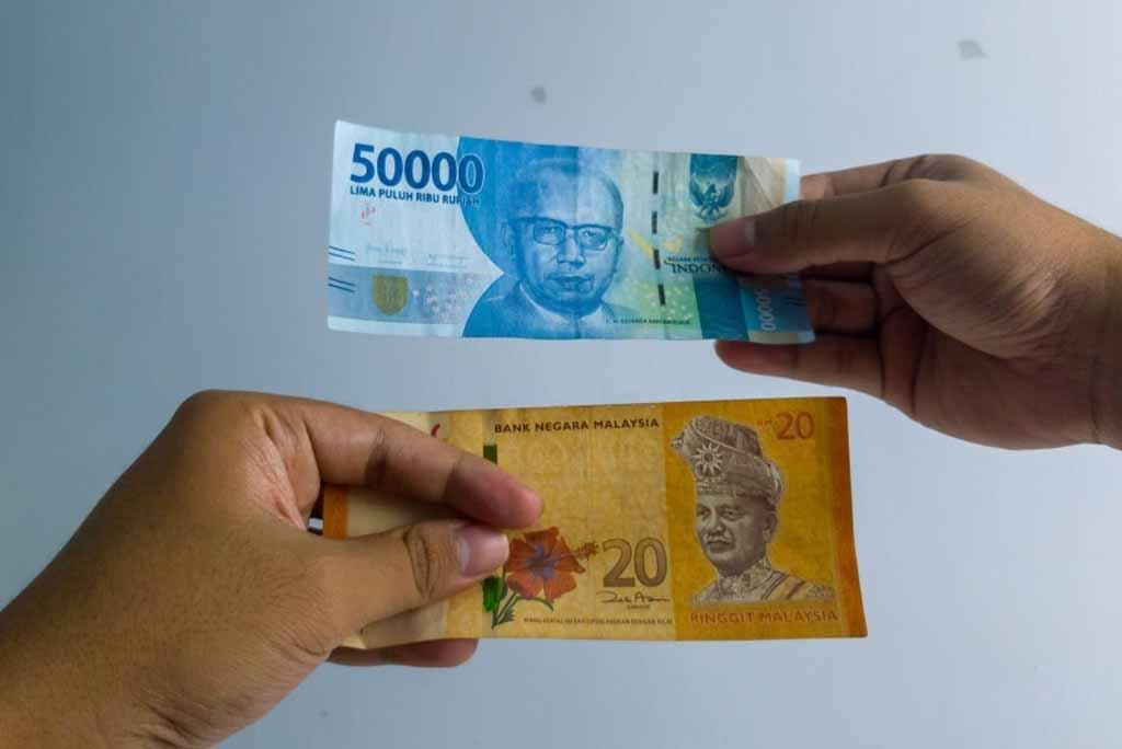 Tips Mengirim Uang Ringgit